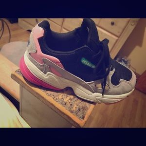Adidas falcon sneakers like NEW....